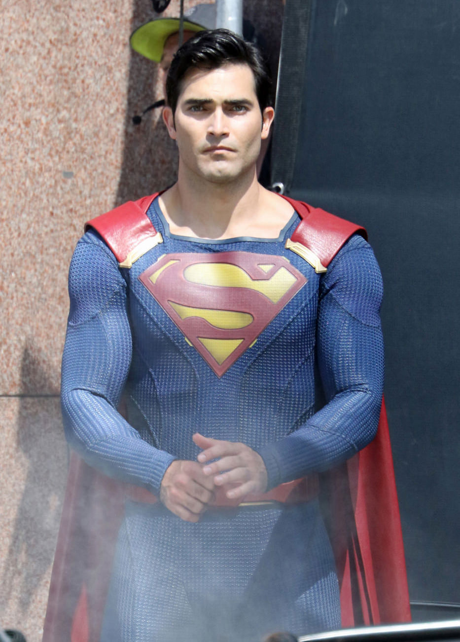 Tyler-Hoechlin-TV-Set-Supergirl-Superman-Costumes-Tom-Lorenzo-Site-12.jpg