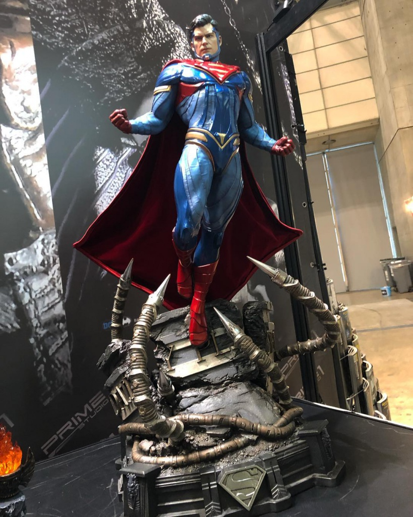 Prime_1_Studio_Injustice_2_Superman_Statue.jpg